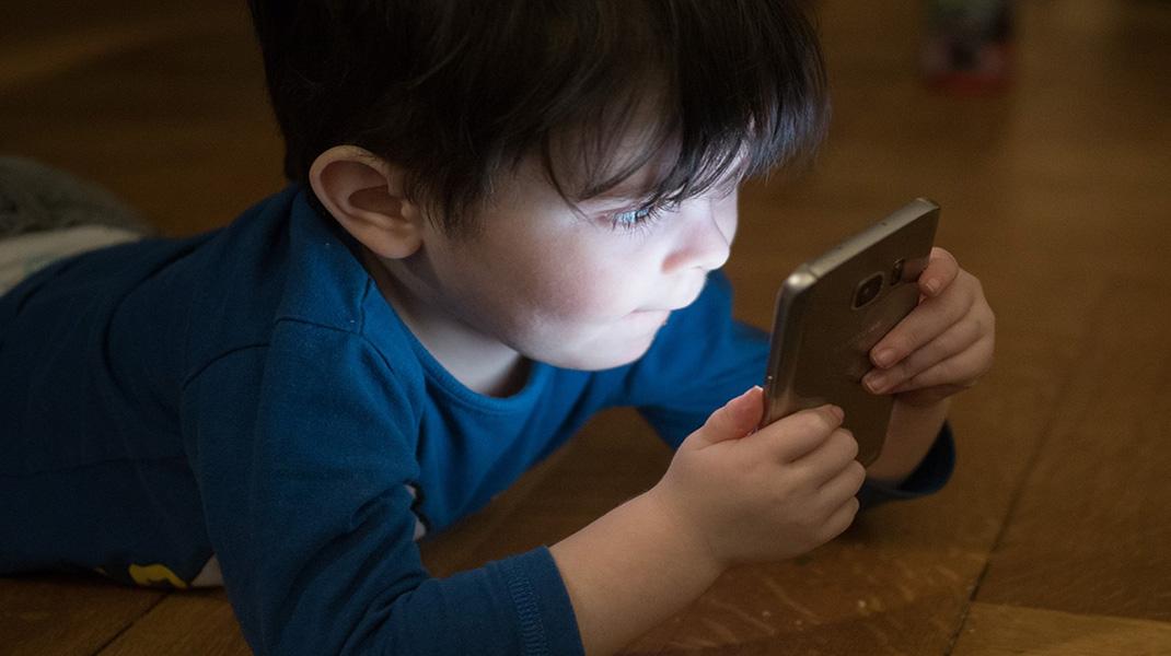 niño-telefono-generacion z